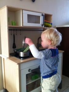 Spelen in het keukentje
