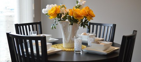dining-table-1348717_640